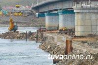 В Кызыле мостостроители начали надвижку собранных пролетных строений на опоры нового моста