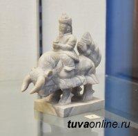 В Туве откроется выставка легендарной династии камнерезов Байынды