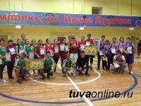 Сильнейшая в баскетболе среди команд учителей Кызыла - сборная школы № 7