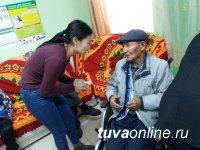 Год Волонтера в Туве. Студенты педколледжа побывали в Кызылском доме-интернате для престарелых