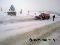 На федеральной трассе в Туву сложная ситуация из-за выпавшего снега и гололеда