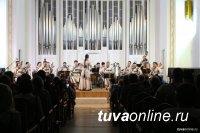 Тувинский национальный оркестр выступил в Москве перед военнослужащими и юнармейцами