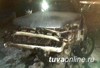 В Туве полицейские выясняют обстоятельства автоаварии с двумя погибшими и пятью пострадавшими