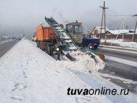 В Кызыле с 4 утра работает снегоуборочная техника
