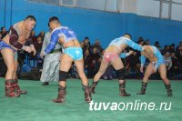 Эрес Кара-Сал победил в республиканском турнире по борьбе хуреш на призы Каа-Хемского кожууна