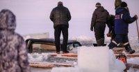 В Туве под лед на несанкционированной переправе ушла машина УАЗ. Пассажиры спаслись. Водитель погиб