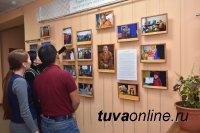 К 25-летию работы в Туве Геше Джампа Тинлея в Тувинском госуниверситете открылась выставка