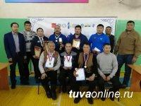 Шолбан Монгуш победил в первом шахматном турнире среди борцов Хуреш Тувы