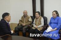 Глава Тувы поддержал многодетную семью, которая осталась без жилья в результате пожара