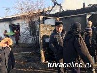 Машину дров, уголь, теплые вещи передали единороссы Тувы пострадавшей от пожара семье в селе Сарыг-Сеп