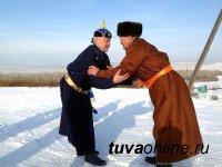 Председатель Верховного Хурала Тувы посетил семью ветерана труда