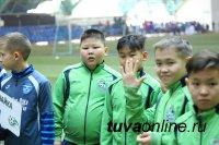 Юные футболисты «Милана» увозят с Международного турнира в Минске тувинский кадак, подарок тувинского футбольного клуба