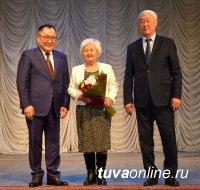 Глава Тувы вручил государственные награды в честь Международного женского дня