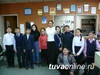 """Еженедельник """"ПлюсИнформ"""" взял шефство над 10 школьниками Кызыла"""