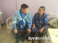 В Эрзинском районе по инициативе активиста Единой России всем селом помогли одинокой бабушке обустроить дом