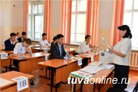 """1035 учащихся выпускных классов школ Тувы участвовали в """"тренировочных"""" ЕГЭ"""