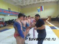 Самыми сильными в хуреше среди студенческих команд стали борцы Кызылского педколледжа ТувГУ