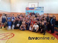 Турнир среди борцов-ветеранов вольного стиля Тувы состоялся в Бай-Тайге