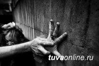 В Туве подростки изнасиловали 39-летнюю женщину