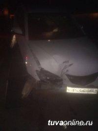 В Кызыле по вине водителя, сбившего в 4 ч утра опору, целый микрорайон остался без света