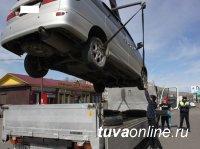 Госавтоинспекция Тувы пытается бороться с несанкционированной парковкой автомашин