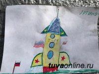 В 1961 году в честь полета Юрия Гагарина в космос в Кызыле улицу Песочную на экстренном заседании Горисполкома переименовали в улицу им. Ю. Гагарина