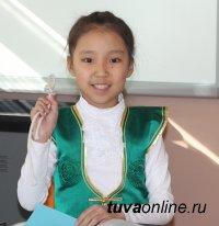 Фестивальные краски в школе №8 города Кызыла
