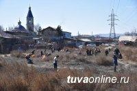 В Кызыле более 1000 человек убирали русло реки Тонмас-суг. Акцию проигнорировали жители этого участка