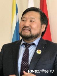 Парламентарии Кызыла отметили ко Дню местного самоуправления наиболее отличившихся коллег
