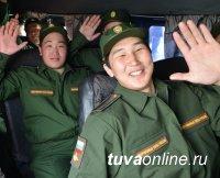 В Туве проводы призывников в армию проводятся на площади Тувинских добровольцев