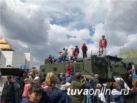 В Туве впервые в Параде Победы участвовали конный расчет и авиазвено