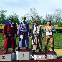 Баткар Баасан стал победителем республиканского турнира по борьбе хуреш, посвященного Дню Победы
