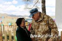 В Ак-Туруге открыли мемориальную доску в память об Эртине Халыындуу