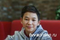 «Откуда это в тебе?!»: 12-летний сирота из Тувы поражает пением профессиональных артистов и зрителей