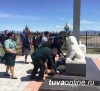 В Туве почтили память погибших при тушении лесных пожаров лесников и пожарных