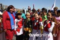 Культуры народов России представили на фестивале «Национальное подворье» воспитанники детских лагерей Тувы