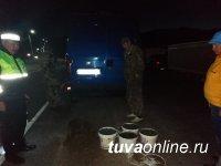 На посту Шивилиг задержан житель Саяногорска, пытавшийся вывезти 40 л лечебной грязи с озера Дус-Холь