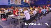 Три школьника из Тувы участвуют в чемпионате мира по быстрым шахматам среди кадетов в Минске