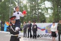 Сотрудники Управления МВД России по г.Кызылу поздравили кадетов подшефной школы-интерната с началом учебного года