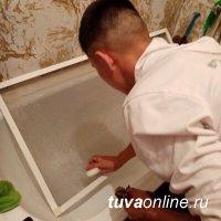 """""""Добрые сердца Тувы"""" помогают пожилым людям вымыть окна"""