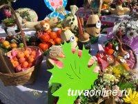 День города в Кызыле начался с праздничного шествия и хлебосольных подворий