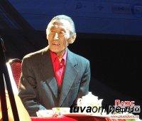 85-летний юбилей отмечает первый профессиональный театральный режиссер Тувы Сиин-оол Оюн