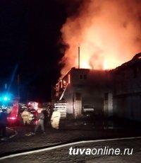 В столице Тувы оперативно потушен крупный пожар в гаражном помещении. Погибших и пострадавших нет