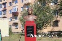 В Кызыле открыли памятники руководителям ТНР Сату Чурмит-Дажы и Адыг-Тюлюшу Хемчик-оолу