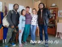 Кызыл: Известный скульптор Байза Ондар провел встречу с юными художниками