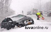 В Туве сегодня по одной аварии на каждый час - таковы последствия снегопада