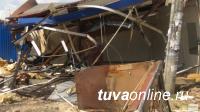 В Туве власти столицы стерли с лица земли киоск, торговавший паленкой