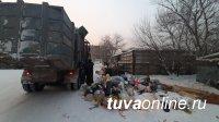 В Кызыле два двора остались в праздники с мусором из-за мусоровоза, попавшего в ДТП