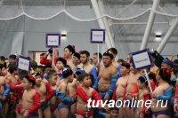 В Туве за Кубок Главы Республики Тыва по борьбе хуреш сразились свыше 1000 детей и юношей