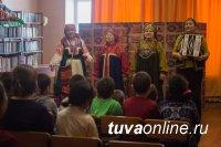 В Кызыле ансамбль «Октай» поздравляет детей в Масленицей